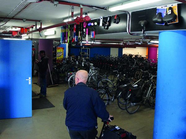 service-fietsenstalling-laag-catharijne-bestaande-situatie-godfried-de-graaff-1